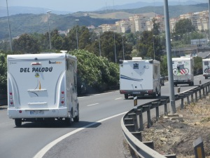 We followed this convoy of motor-homes (autocaravanas) for a while!!